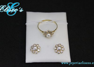 conjunto-pendientes-anillo-oro-forma-flor-circonita-perla-joyeria-eliseos-malaga