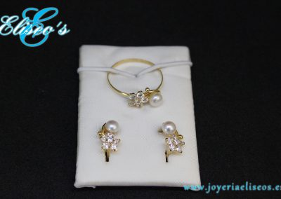 conjunto-pendientes-anillo-oro-forma-hoja-perlas-joyeria-eliseos-malaga